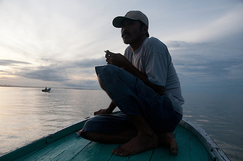 Indonesia, Sumatra, Aceh. Fishermen whos boats were destroyed by the tsunami return to their job with donated boats.