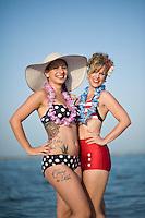 Senigallia, Agosto 2013. Due Pin-up in una spiaggia di Senigallia durante il Festival Summer Jamboree.