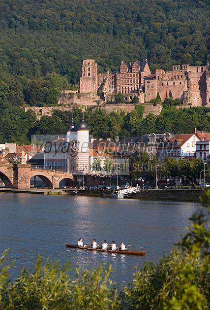 Europe/Allemagne/Bade-Würrtemberg/Heidelberg: La ville, le chateau depuis la rive droite du Neckar et le vieux pont Karl-Théodore Brücke