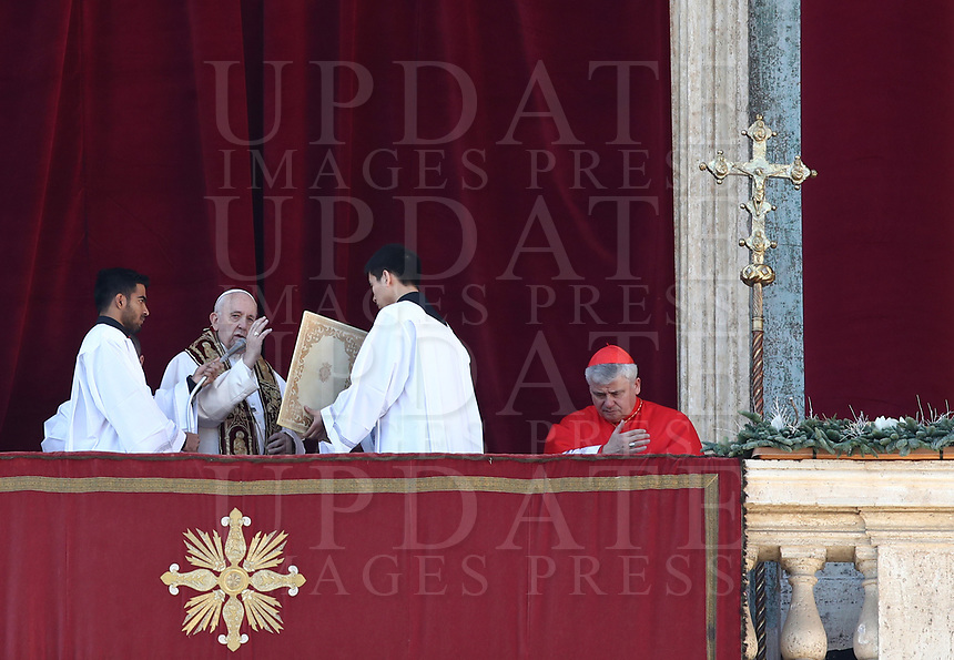 Pope Francis delivers the Urbi et Orbi (To the City and to the World) blessing on the occasion of the Christmas day from the central loggia of St. Peter's Basilica at the Vatican, on December 25, 2019.<br /> UPDATE IMAGES PRESS/Isabella Bonotto<br /> <br /> STRICTLY ONLY FOR EDITORIAL USE