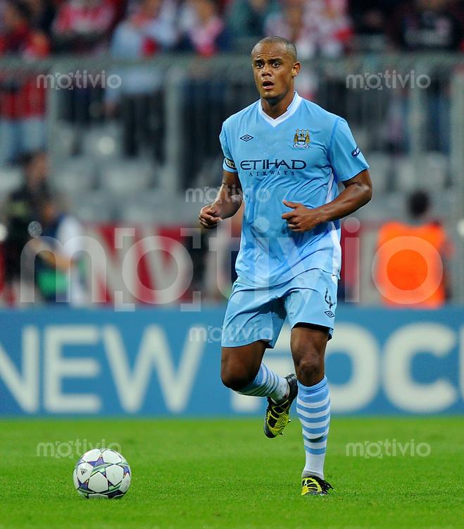 27. September 2011: Muenchen, Allianz Arena: Fussball UEFA Champions League: FC Bayern Muenchen - Manchester City: Manchesters Vincent Kompany am Ball.