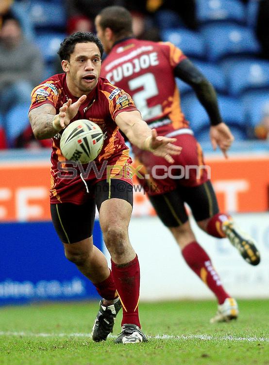 Pix: Chris Mangnall /SWPix.com, Rugby League, Super League. 28/02/10 Huddersfield Giants v Warrington Wloves....picture copyright>>Simon Wilkinson>>07811267 706>>....Huddersfield's (20) David Faiumu