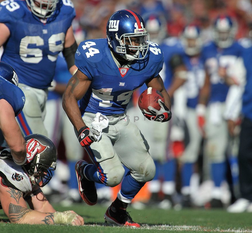 AHMAD BRADSHAW, of the New York Giants in action during the Giants game against the  Tampa Bay Buccaneers on January 6, 2007 in Tampa Bay, Florida...GIANTS win 24-14..SportPics