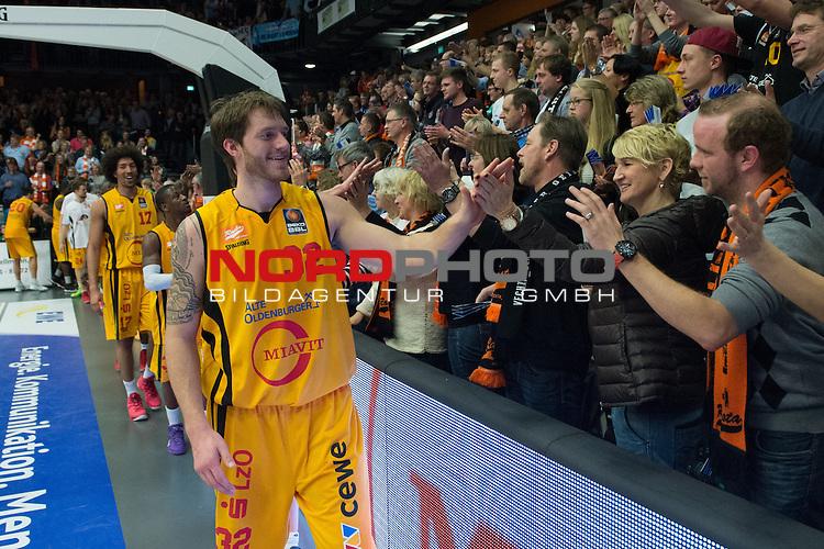 04.01.2014, RASTA DOME 2.0, Vechta, GER, BEKO BBL, RASTA Vechta vs. Bremerhaven, im Bild<br /> <br /> Rudowitz Andrew (AJ) (RASTA VECHTA #32)<br /> <br /> Sieg / Jubel / gl&uuml;cklich / zufrieden / nach dem Spiel dank an die Fans<br /> <br /> <br /> Foto &copy; nordphoto / Kokenge