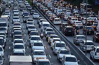 SAO PAULO, 04 DE JULHO DE 2012 - TRANSITO SP - Transito pesado na Avenida 23 de maio, nos dois sentidos, na altura do Paraiso, regiao central da capital no fim da tarde desta quarta feira. FOTO: ALEXANDRE MOREIRA - BRAZIL PHOTO PRESS