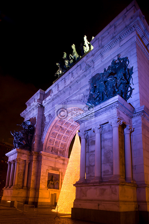 CHRISTMAS TREE LIGHTS SOLDIERS AND SAILORS MEMORIAL ARCH GRAND ARMY PLAZA BROOKLYN NEW YORK CITY USA