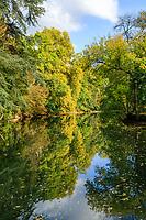 France, Indre-et-Loire (37), Azay-le-Rideau, parc et château d'Azay-le-Rideau en automne, l'Indre