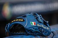 Guante azul de beisbol con la bandera de Italia.<br /> Aspectos del partido Mexico vs Italia, durante Cl&aacute;sico Mundial de Beisbol en el Estadio de Charros de Jalisco.<br /> Guadalajara Jalisco a 9 Marzo 2017 <br /> Luis Gutierrez/NortePhoto.com