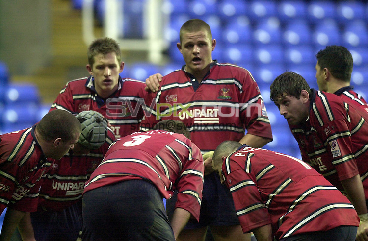 Pix: Matthew Lewis/SWpix.com. Rugby Union. Powergen Cup Quarter Final. London Irish v Gloucester. 20/01/2002...COPYWRIGHT PICTURE>>SIMON WILKINSON>>01943 436649>>..Gloucester's pack look on during the game against London Irish..