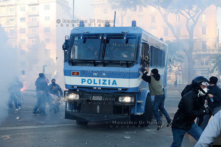 Roma: scontri tra manifestanti violenti e polizia durante il corteo organizzato dagli indignati per protestare contro la crisi economica mondiale.<br /> <br /> <br /> Rome: A demonstrator throws a stone against police during the demonstration against the economical crisis inspired by the &quot;Occupy Wall Street&quot; and 'Indignant' movements.