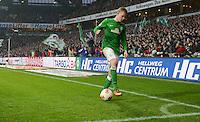 FUSSBALL   1. BUNDESLIGA   SAISON 2012/2013    22. SPIELTAG SV Werder Bremen - SC Freiburg                                16.02.2013 Marko Arnautovic (SV Werder Bremen) auf den Weg zum Eckball