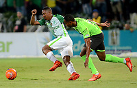 MEDELLÍN - COLOMBIA - 18 - 06 - 2017: Andres Ibargüen (Izq.) jugador de Atlético Nacional disputa el balón con Nilson Castrillon (Der.), jugador de Deportivo Cali, durante partido de vuelta, de la final entre Atletico Nacional y Deportivo Cali, por la Liga Águila I 2017, jugado en el estadio Atanasio Girardot de la ciudad de Medellín. / Andres Ibargüen (L) player of Atletico Nacional vies for the ball with Nilson Castrillon (R), player of Deportivo Cali, during a match of the second leg of the final between Atletico Nacional and Deportivo Independiente Medellin for the Aguila League I 2017, played at Atanasio Girardot stadium in Medellin city. Photo: VizzorImage / León Monsalve / Cont.