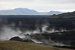 .Champs de lave fumante emise par les eruptions fissurales du Krafla en 1984  Islande.
