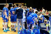 GRONINGEN - Volleybal, Lycurgus - Dynamo Apeldoorn, Martiniplaza,  Eredivisie, seizoen 2018-2019, 11-11-2018,  Lycurgus coach Arjan Taaij   geeft instructies voor aanvang
