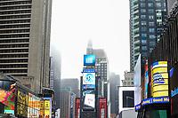 NEW YORK, NY, 04.04.2017 - CLIMA-NEW YORK - Forte neblina é vista no inicio da tarde desta terça-feira, 04 na região da Times Square em New York. (Foto: William Volcov/Brazil Photo Press)