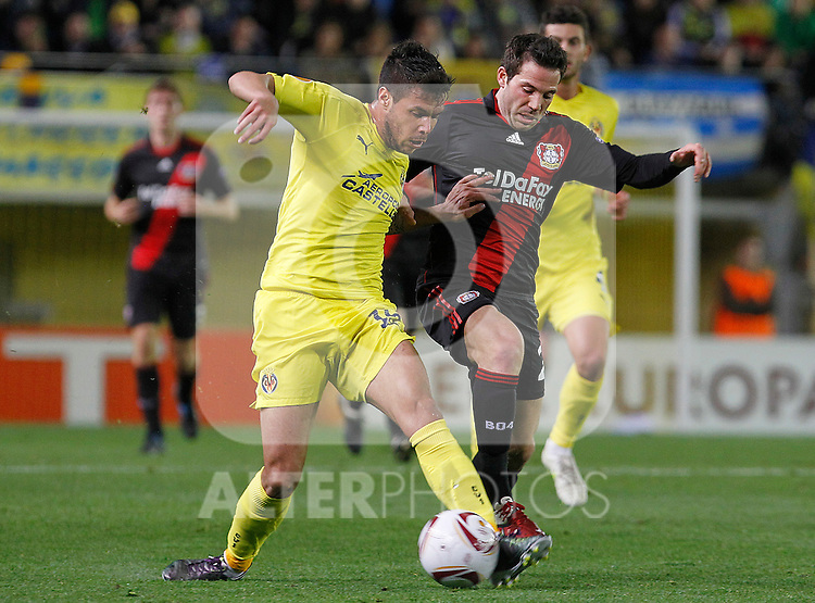 Villareal's Jose Manuel Catala (l) and Bayer 04 Leverkusen's Gonzalo Castro during UEFA Europa League match.March 17,2011. (ALTERPHOTOS/Acero)