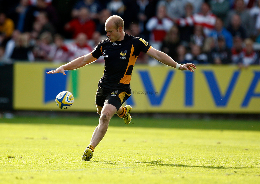 Photo: Richard Lane/Richard Lane Photography. Gloucester Rugby v London Wasps. Aviva Premiership. 22/09/2012. Wasps' Joe Simpson kicks.