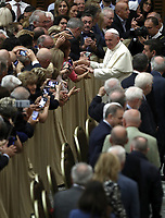Papa Francesco saluta i fedeli durante durante un'udienza ai partecipanti al Convegno nazionale della Federazione Maestri del Lavoro d'Italia in Aula Paolo VI in Vaticano, 15 giugno 2018.<br />