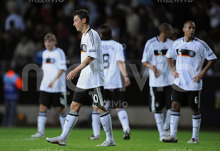 Fussball  International U 21 Europameisterschaft 2009 Spanien - Deutschland Enttaeuschung GER, Mesut Oezil  nach Spielende.