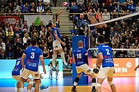 GRONINGEN - Volleybal, Lycurgus - Taurus, Supercup, seizoen 2018-2019, 29-09-2018,  Lycurgus speler Frits van Gestel verschalkt het blok van Taurus