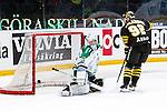 Stockholm 2014-03-21 Ishockey Kvalserien AIK - R&ouml;gle BK :  <br /> AIK:s Michael Nylander g&ouml;r m&aring;l bakom R&ouml;gles Kevin Lindskoug p&aring; en straff i straffl&auml;ggningen efter matchen<br /> (Foto: Kenta J&ouml;nsson) Nyckelord: