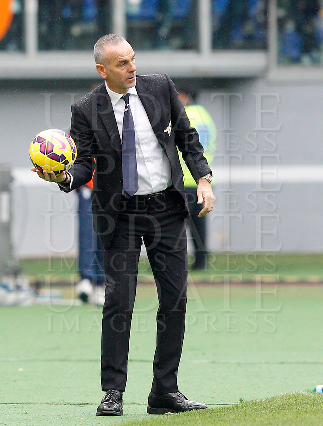 Calcio, Serie A: Lazio vs Napoli. Roma, stadio Olimpico, 18 gennaio 2015.<br /> Lazio coach Stefano Pioli holds the ball during the Italian Serie A football match between Lazio and Napoli at Rome's Olympic stadium, 18 January 2015.<br /> UPDATE IMAGES PRESS/Riccardo De Luca