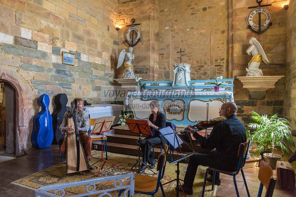 France, Bretagne, (29), Finistère, Presqu'île de Crozon, Camaret-sur-Mer: Chapelle Notre-Dame de Rocamadour, groupe musical