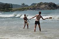FLORIANOPOLIS, SC, 26 DE JANEIRO DE 2013. - MOVIMENTACAO PRAIA FLORIANOPOLIS - Movimentacao de banhistas na praia da Matadeiro, sul de Florianopolis, na manha deste sabado, 26.  (FOTO: ALEXANDRE MOREIRA / BRAZIL PHOTO PRESS).