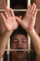 Presos ameaçados de morte pelas facções rivais que controlaram a rebelião terminada ontem pedem paz no presídio Dr. José Mario Alves da Silva, conhecido como Urso Branco, onde 14 pessoas foram mortas no decorrer da violenta rebelião. cerca de 1.000 presos se rebelaram desde o último domingo. <br />23/04/2004.<br />Porto Velho, Rondônia Brasil<br />Foto Paulo Santos/Interfoto