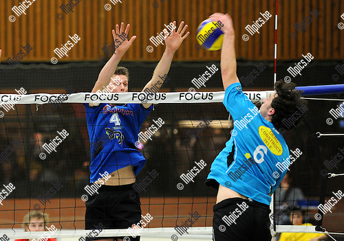 11-12-03 / Volleybal / seizoen 2011-2012 / Vosselaar - Berlare / Asselman (Berlare) met Weyns (4)..Foto: Mpics.be