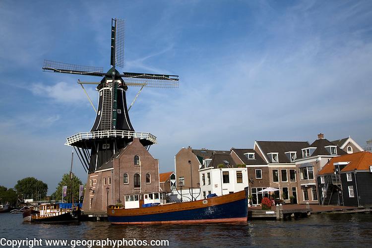 Moulin de Adriaan windmill, Haarlem, Holland