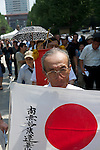 August 15, 2011, Tokyo, Japan - An elderly man carries a Japanese flag as he walks into Yasukuni shrine during commemorations marking the end of WW2. (Photo by Bruce Meyer-Kenny/AFLO) [3692]