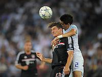 FUSSBALL   CHAMPIONS LEAGUE   SAISON 2011/2012  Qualifikation  23.08.2011 FC Zuerich - FC Bayern Muenchen Mario Gomez (li, FC Bayern Muenchen) gegen Jorge Teixeira (FC Zuerich)