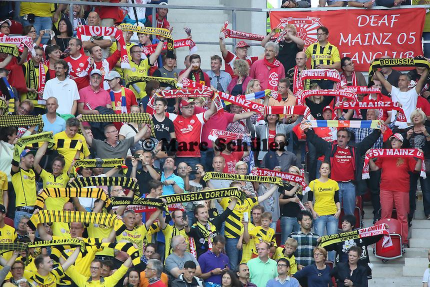Mainzer und Dortmunder Fans friedlich beieinander - 1. FSV Mainz 05 vs. Borussia Dortmund, Coface Arena