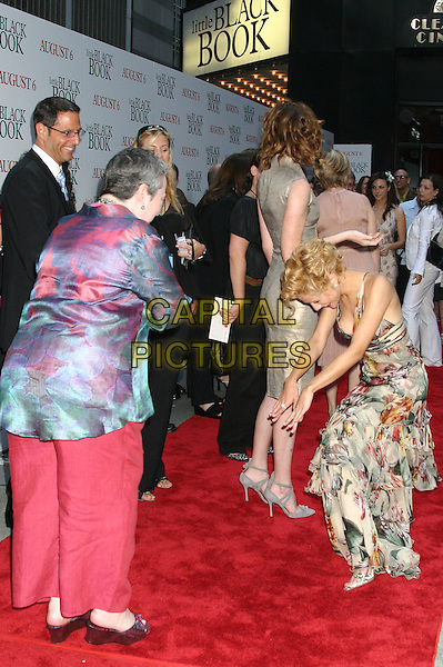 "KATHY BATES & BRITTANY MURPHY.""Little Black Book"" Premiere,. Ziegfeld Theatre, New York City, .July 21th 2004..full length funny pose gesture .Ref: IW.www.capitalpictures.com.sales@capitalpictures.com.©Capital Pictures."