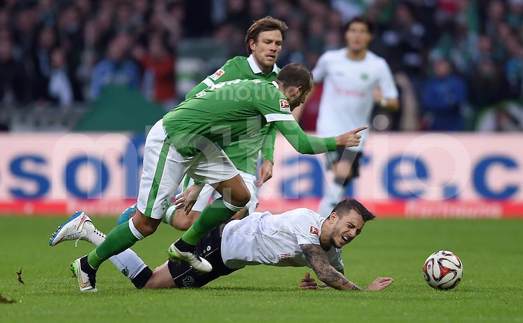 FUSSBALL   1. BUNDESLIGA   SAISON 2014/2015   15. SPIELTAG SV Werder Bremen - Hannover 96                         13.12.2014 Alejandro Galvez (li, SV Werder Bremen) gegen Joselu (re, Hannover 96)