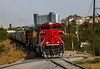 Tren o ferrocarriles mexicanos en su paso por la colonia popular en Ranchito y Metalera. Ahora conicido como Ferromex. Estacion de tren FERROMEX en Hermosillo<br /> (Photo: /Luis Gutierrez)..<br /> ..<br /> <br /> pclaves: vias, ferrocarril, transporte traen, maquina, vagones, vagones de tren, acero, vag&oacute;n, rojo