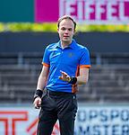 AMSTELVEEN  - Scheidsrechter Armand Triepels    . Hoofdklasse hockey dames ,competitie, dames, Amsterdam-Groningen (9-0) .     COPYRIGHT KOEN SUYK