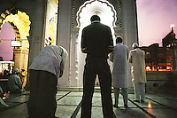 Bombay, India, March 2002..Evening prayer at Bandra Masjid (Mosq).