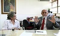 O governador Simão Jatene visitou na manhã desta segunda-feira (21), o Instituto Evandro Chagas, em Ananindeua, onde foi recebido pela diretora Elizabeth Santos.<br /> Na foto o governador Simão Jatene e Elizabeth Santos, diretora do Instituto.<br /> <br /> FOTO: CRISTINO MARTINS/AG. PARÁ<br /> DATA: 21-02-2011<br /> ANANINDEUA-PARÁ