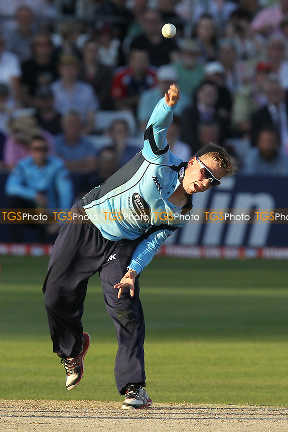 Will Beer in bowling action for Essex - Essex Eagles vs Sussex Sharks - Friends Life T20 Cricket at the Ford County Ground, Chelmsford, Essex - 28/06/12 - MANDATORY CREDIT: Gavin Ellis/TGSPHOTO - Self billing applies where appropriate - 0845 094 6026 - contact@tgsphoto.co.uk - NO UNPAID USE.