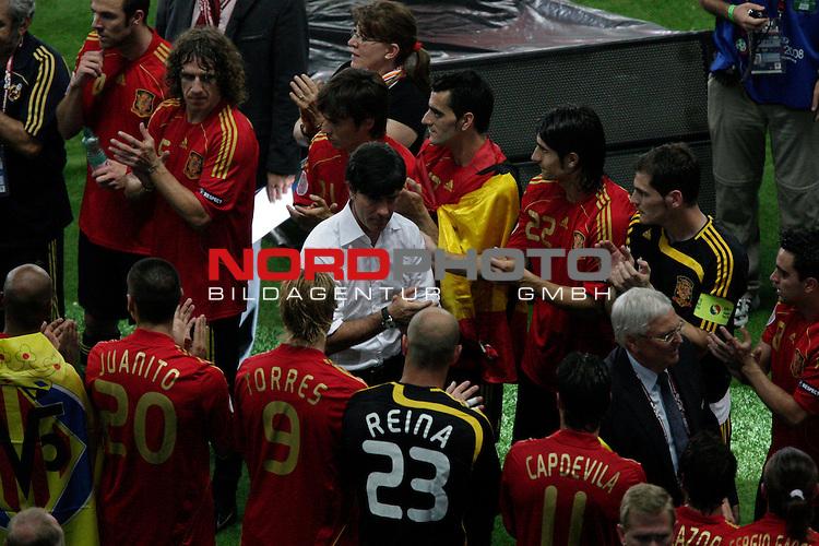 UEFA Euro 2008  Finale<br /> <br /> Vienna - Ernst Happel Match 32<br /> Deutschland ( GER ) - Spanien ( ESP ) 0:1<br /> <br /> Joachim Loew (L&ouml;w) - ( Germany / Trainer / Coach / ) geht durch das Spalier der Gewinner<br /> <br /> Foto &copy; nph (  nordphoto  )<br /> <br /> <br /> <br />  *** Local Caption ***
