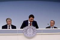 Roma, 18 Maggio 2015.<br /> Giuliano Poletti, Matteo Renzi, Pier Carlo Padoan.<br /> Conferenza stampa a Palazzo Chigi al termine del Consiglio dei Ministri sul decreto per i rimborsi delle pensioni.