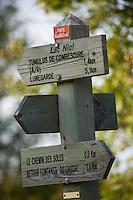 Europe/France/Midi-Pyrénées/46/Lot/Fontanes-du-Causse: Panneaux de sentier de randonnée sur le Causse au Lac Pudre