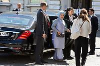 Emine Gulbaran Erdogan ( Turquie ) - Les conjoints des chefs d&rsquo;Etat et de gouvernement lors d'une visite du Mus&eacute;e Magritte &agrave; Bruxelles.<br /> Belgique, Bruxelles, 25 mai 2017.<br /> Emine Gulbaran Erdogan ( Turkey ) during a visit of the First Ladies to the Magritte Museum in Brussels.<br /> Belgium, Brussels, 25 May 2017.