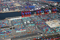 Container: EUROPA, DEUTSCHLAND, HAMBURG, (EUROPE, GERMANY), 06.09.2007: Container, Verladung, Containerverladung, Hamburger Hafen, HHLA, Elbe, Schiff, Seeschiff, Containerschiff, Logistik, Transport, Wirtschaft, Boom, Schatten, Elbe, Ausbau, Erweiterung,  Aufwind-Luftbilder.c o p y r i g h t : A U F W I N D - L U F T B I L D E R . de.G e r t r u d - B a e u m e r - S t i e g 1 0 2, .2 1 0 3 5 H a m b u r g , G e r m a n y.P h o n e + 4 9 (0) 1 7 1 - 6 8 6 6 0 6 9 .E m a i l H w e i 1 @ a o l . c o m.w w w . a u f w i n d - l u f t b i l d e r . d e.K o n t o : P o s t b a n k H a m b u r g .B l z : 2 0 0 1 0 0 2 0 .K o n t o : 5 8 3 6 5 7 2 0 9.C o p y r i g h t n u r f u e r j o u r n a l i s t i s c h Z w e c k e, keine P e r s o e n l i c h ke i t s r e c h t e v o r h a n d e n, V e r o e f f e n t l i c h u n g  n u r  m i t  H o n o r a r  n a c h M F M, N a m e n s n e n n u n g  u n d B e l e g e x e m p l a r !.