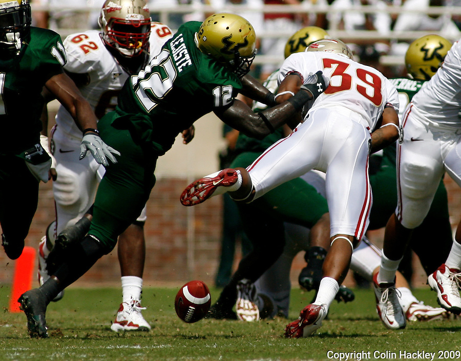 TALLAHASSEE, FL 9/26/09-FSU-USF FB09 CH37-Florida State's Tavares Pressley takes a huge hit and fumbles as South Florida's Jon Lejiste closes during first half action Saturday at Doak Campbell Stadium in Tallahassee. ..COLIN HACKLEY PHOTO