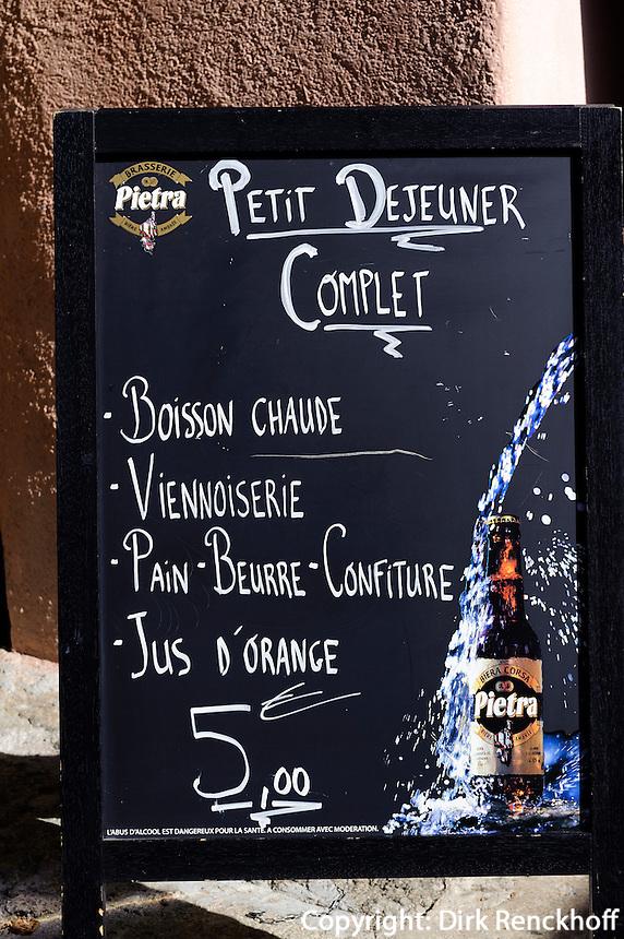 Speisekarte und Reklame für Pietra-Bier (Aus Kastanien gebraut) in L'Ile Rousse, Korsika, Frankreich