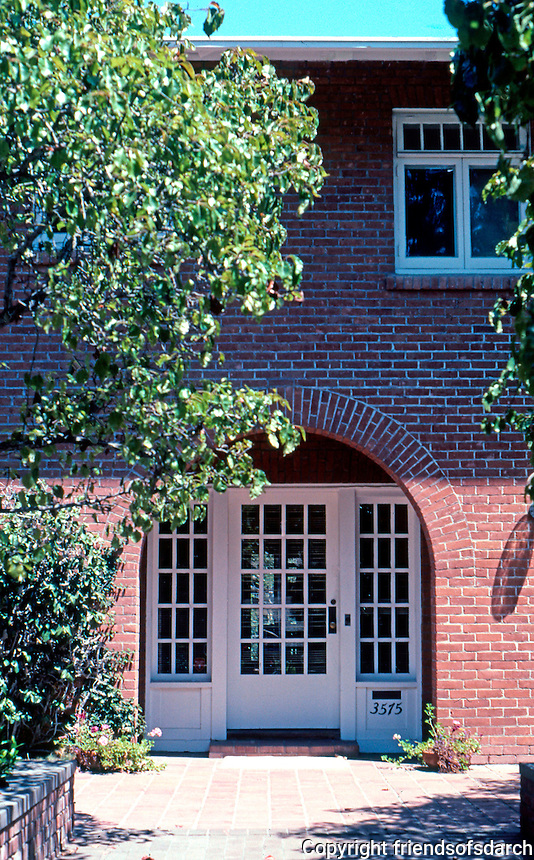 Irving Gill: Arthur Marston House. Second of two Arched Entrances. Photo 2001.