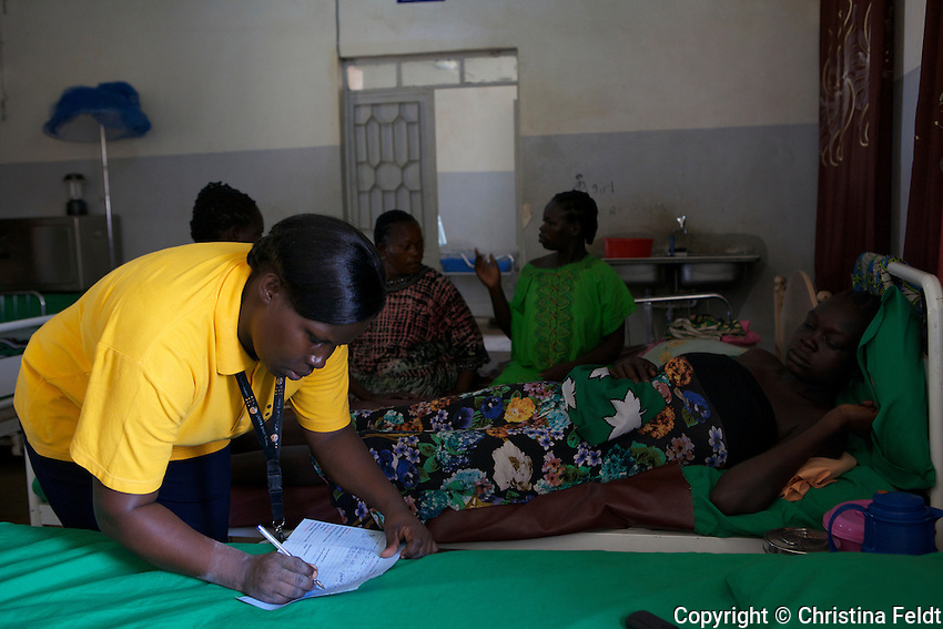 UNFPA South Sudan supports human capacity building in the health sector. UNV Rose Omega, midwife from Uganda, working at Muniki health centre in the maternity unit. She implements classes for pregnant women and assists them during their pregnancy.
